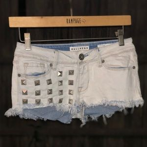 Bullhead frayed/distressed raw hem short shorts